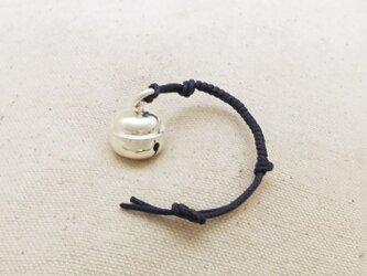 銀製の鈴 『 本坪型・扁平 』 (シルバー925) 根付・帯留飾りの画像