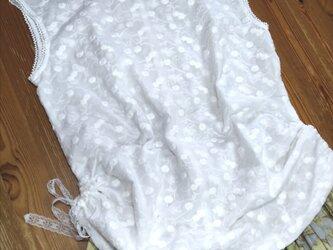 フレンチ袖のトップス 白(刺繍生地)の画像