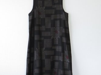 *アンティーク着物*四角と花模様泥大島紬のワンピース(Lサイズ・5マルキ)の画像