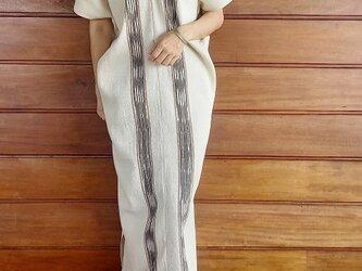 [再販]タイ・カレン族の草木染め & 手織り ワンピース / 生成り / 絣染め ikat / コットンの画像