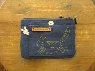 キツネ刺繍のカードケースの画像