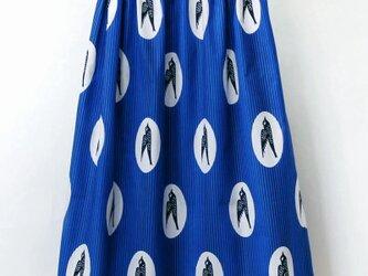 ツバメ柄のふんわりギャザースカート アフリカ布 / ロングスカート / マキシ丈の画像