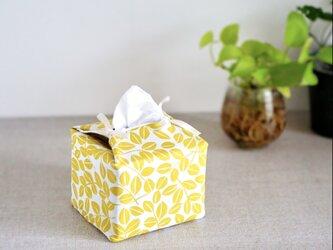 リバーシブルキューブティッシュ・容器付き(北欧調黄色葉柄×マスタード英字)の画像