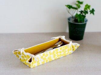 リバーシブル・北欧調黄色葉柄のカトラリー入れ(マスタード色)の画像