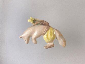 狐の花集め[陶器ブローチ]の画像