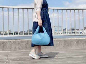 着物リメイク 軽量・あおりトートバッグ・大 紬地×スカイブルーの画像