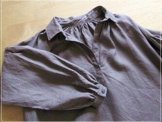 brown* リネンのクリオネオーバーシャツの画像