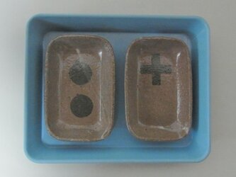 角皿 陶器 二枚セット 丸々とプラスの画像