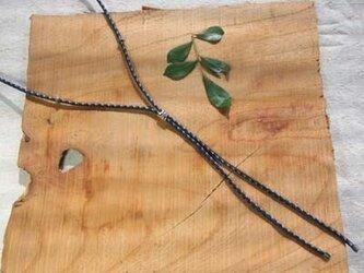 メンズ 絹組紐のループネックレス(紺)の画像