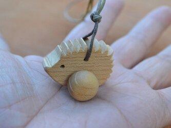 木の玩具のペンダント♪ ハリネズミ♪の画像