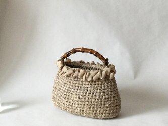 バンブーハンドルの草木染め裂き編みバッグの画像