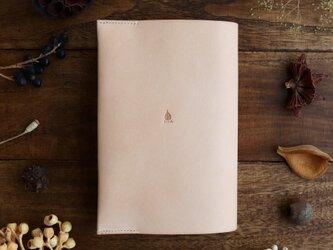 ヌメ革の単行本ブックカバーの画像