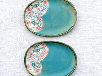 ターコイズブルー釉と青い金魚絵のオーバルプレートの画像