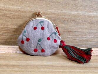 さくらんぼ刺繍のミニがま口の画像
