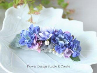 青いデルフィニュウムと薔薇のバレッタ 髪飾り バレッタ  ブルー 入学式 卒業式 結婚式 フォーマルの画像