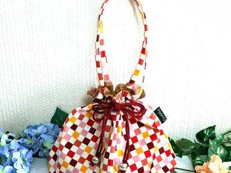 ピンクの市松模様 巾着型バッグの画像