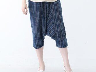 『 Tomo 』コットン100% 手織り クロップド丈 インディゴ染め 縞模様 サルエルパンツの画像