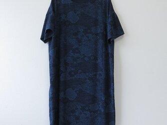 *アンティーク着物*藍型染め小紋のふんわりスリーブワンピース(ゆったりサイズ・共布ベルト付き)の画像