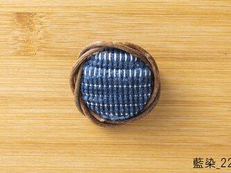 裂織ブローチあけび 本藍染めの画像