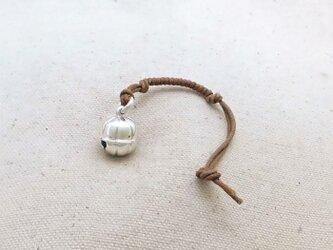 銀製の鈴 『 丸型・八房 』 (シルバー925) 根付・帯留飾りの画像