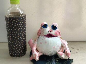 桜色のカエルの画像