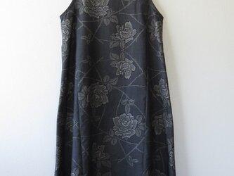 *アンティーク着物*薔薇模様泥大島紬のワンピース(Lサイズ・5マルキ)の画像