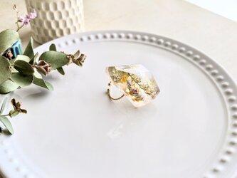 ミモザとスターチスの鉱物標本 涼しげレジン指輪☆フリーサイズの画像
