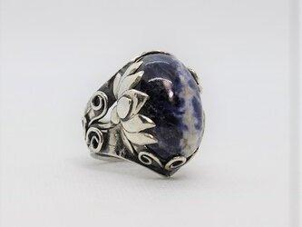 ソーダライトのリング「蓮と菩提樹」【hr92】の画像