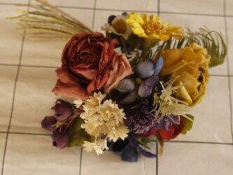 花いっぱいのコサージュの画像