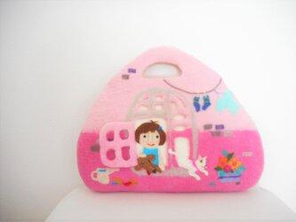 ピンクの窓辺の女の子バッグの画像