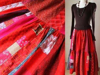ふんわりティアード 絵画なパッチワーク dark red ギャザースカート ロングマキシ丈 ウエストゴムの画像