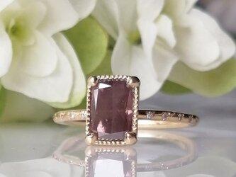 ラディアントカットピンクダイヤモンドリングの画像