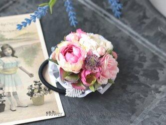 ローズピンクの薔薇とケミカルレースのヘアゴム お花 ヘアゴム 髪飾り レース お出掛け ヘアアクセサリーの画像