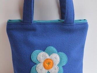 ロイヤルブルーにお花のモチーフバッグ(S)の画像