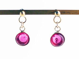 ローズピンクのガラスピアス(イヤリング)の画像