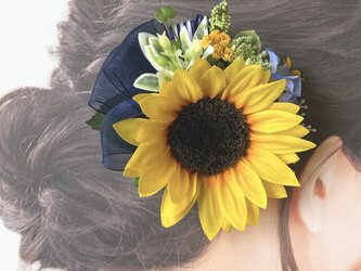 向日葵と水色のお花のヘアクリップ  ストライプリボン 向日葵 おでかけ 浴衣 ネイビー 髪飾りの画像