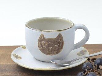 ハチワレネコのカップ&ソーサー 沖縄のやちむんの画像