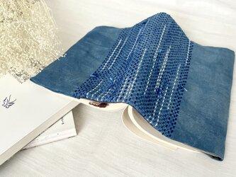 流れるぐし縫いブックカバーの画像