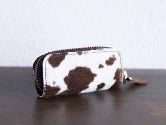 1週間でのお届け予定 手触りのいいハラコ素材で作った4連キーケース 牛毛皮 ホルスタイン 高級 apo-16nchの画像