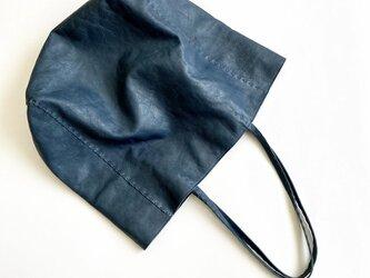 羊革のトートバッグの画像