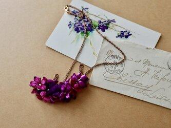 布花 ワインレッドの ビオレネックレスの画像