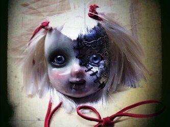 半分メタルな女の子ペンダントの画像