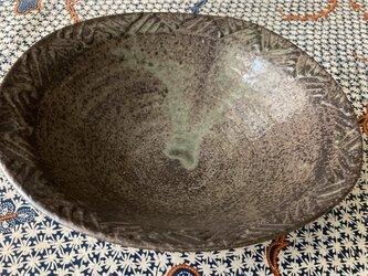 リム陽刻変形鉢の画像
