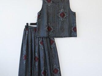 *アンティーク着物*藍大島紬のセットアップ(ゆったりサイズ・Vネック・裏地付き)の画像