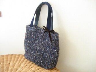 ウールのバッグ・ブルー×ブラウンの画像