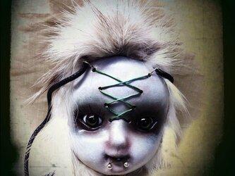 緑目の子ペンダントの画像