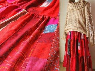 ☆ハロウィンSALE 絵画なパッチワーク dark red ボリュームティアードスカート ロングマキシ丈 ウエストゴムの画像