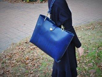 革の宝石ルガトー・トートバック(紺)の画像