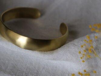 【送料無料】【fuwari ふわり】a. /バングル  / 幅約10㎜ /甲丸/ 真鍮製の画像