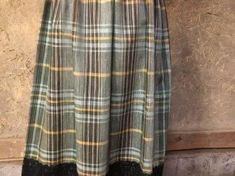モスグリーンチェックのギャザースカートの画像